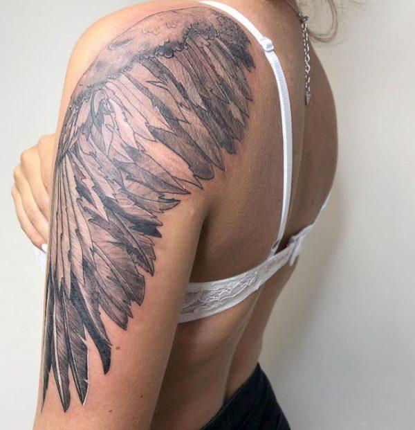 tattoo rug bovenarm vleugel