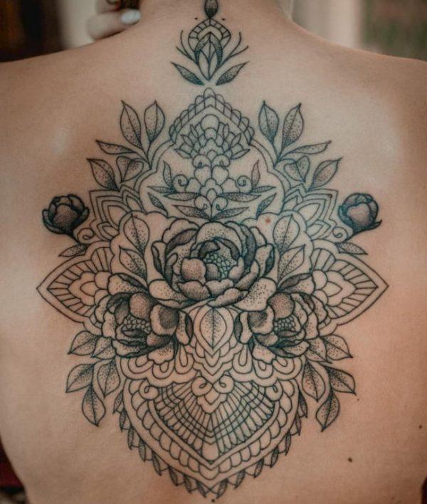 Tattoo rug vrouw mandala