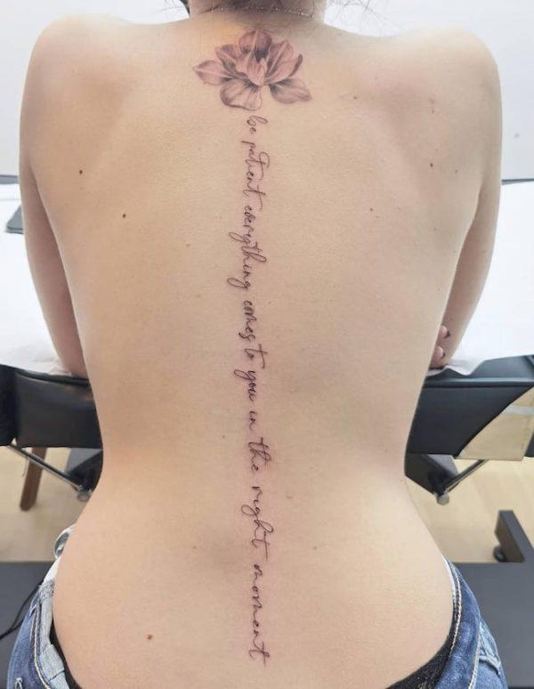 tattoo rug vrouw tekst