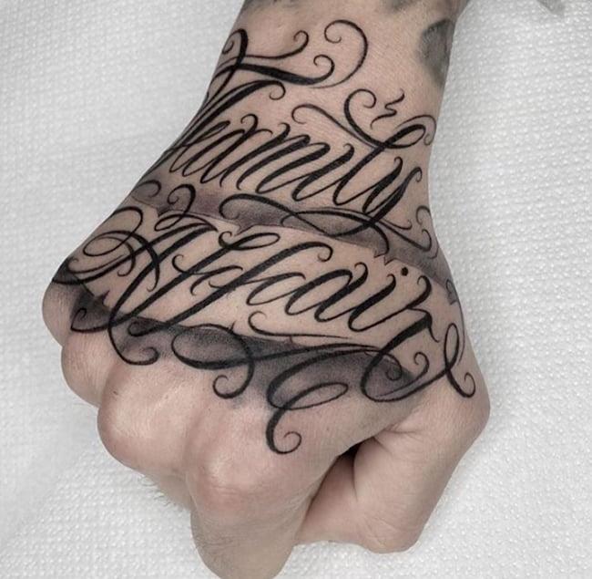 Tattoo hand tekst