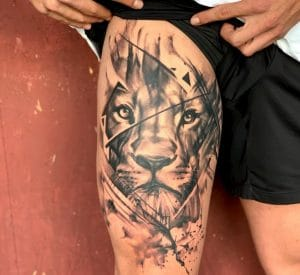 tattoo-bovenbeen-man-leeuw