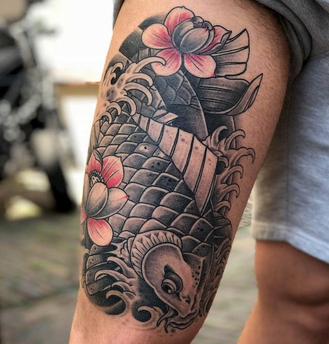 tattoo bovenbeen karper