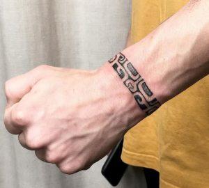 Tattoo pols man