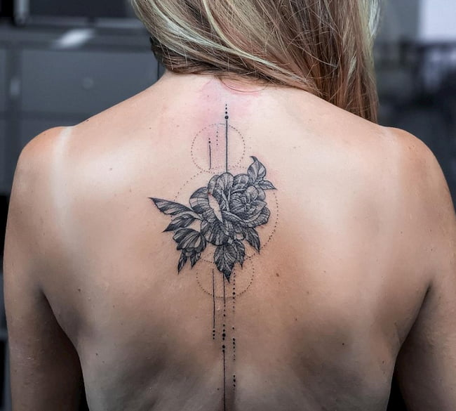 tattoo vrouw rug lotus