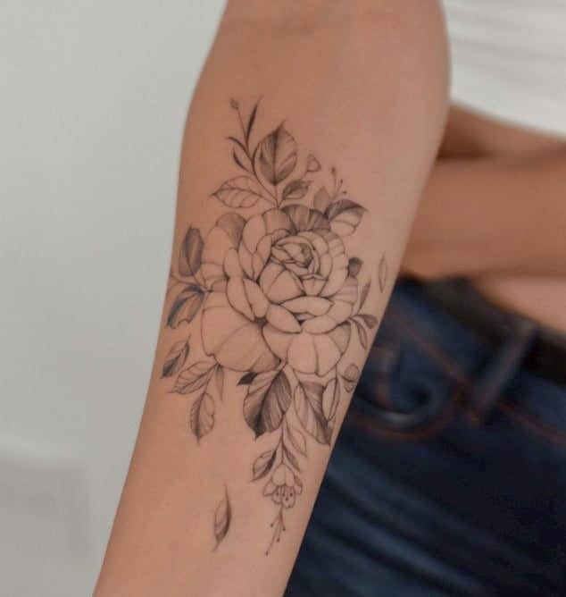 tattoo roos onderarm