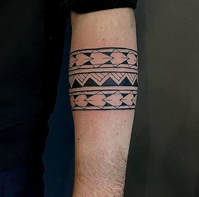 tribal tattoo onderarm band