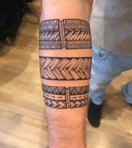 tribal tattoo onderarm