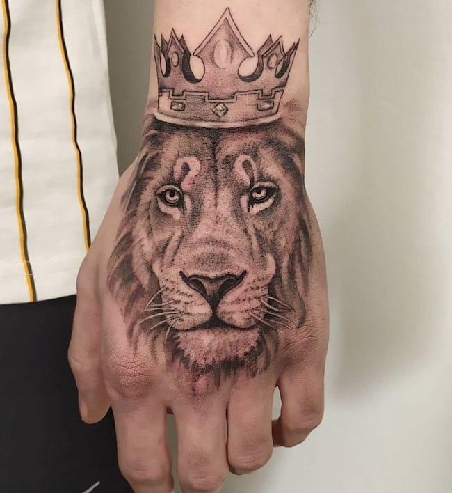 tattoo-leeuw-hand
