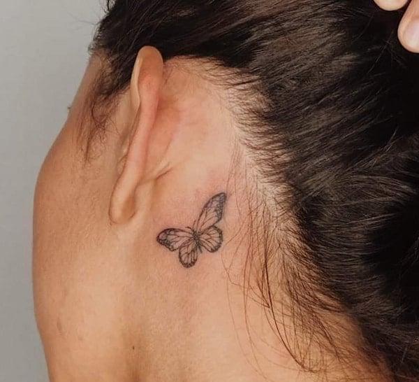 tattoo vlinder achter oor
