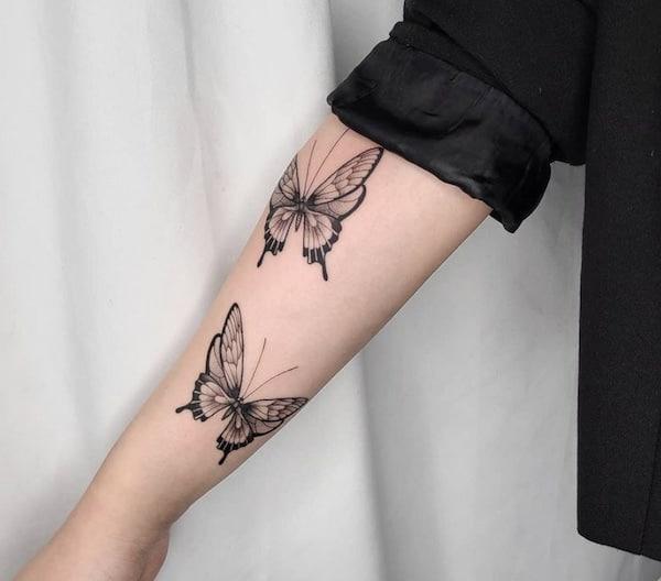 twee vlinders tattoo onderarm