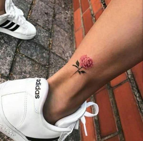 Enkel-roos-tattoo