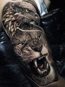 Tattoo-brullende-leeuw-met-havik